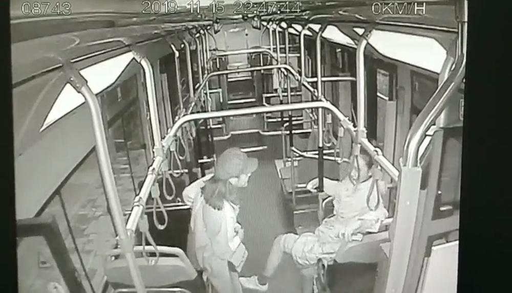 深夜暖心!济南公交司机送女大学生就医 凌晨一点才收班