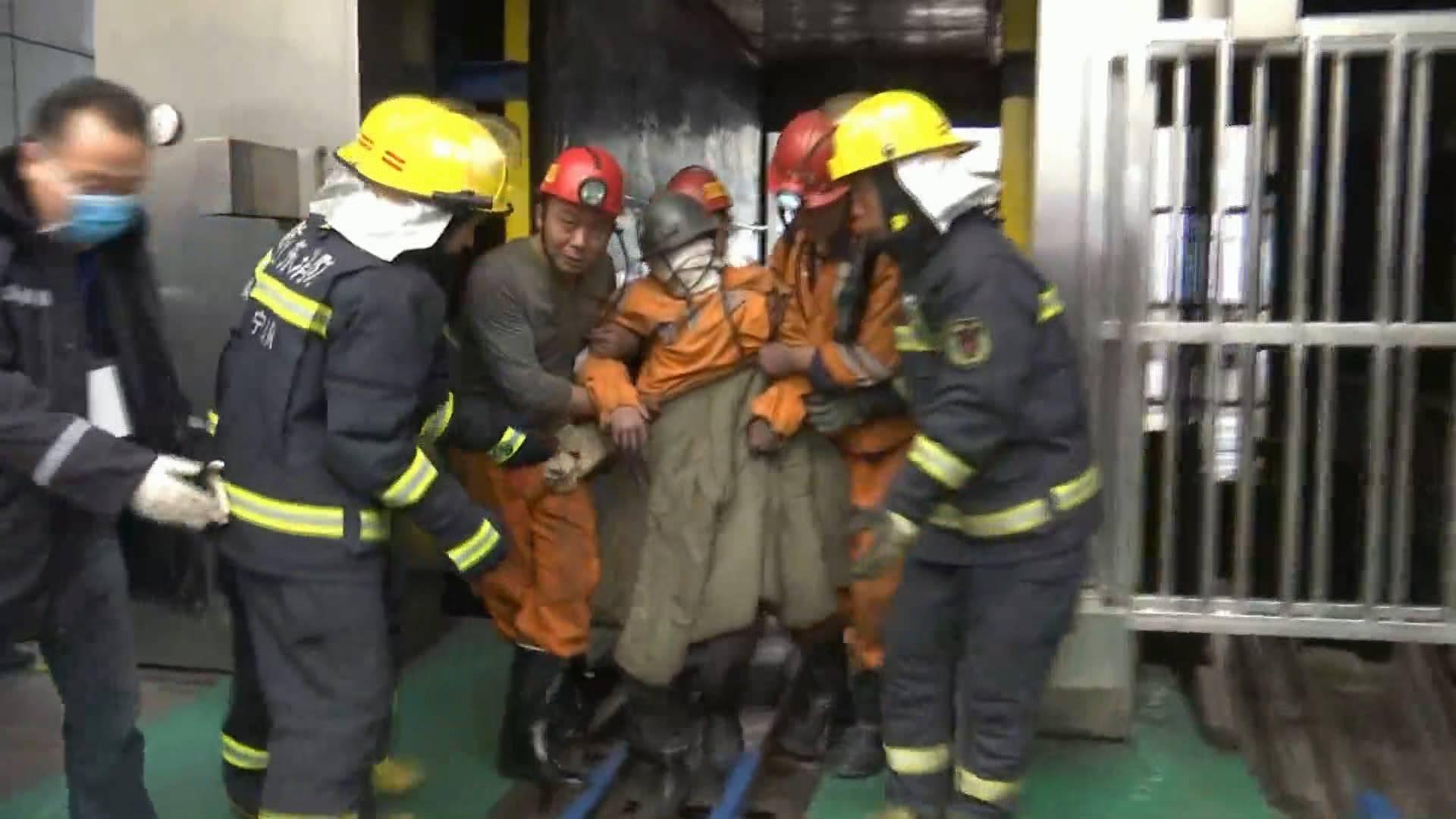 记者亲历山东梁宝寺煤矿火灾事故救援现场 11名获救矿工身体均无大碍