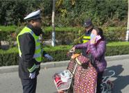"""潍坊青州女子不守交规被查 听闻罚款竟直呼""""缺钱缺疯了"""""""