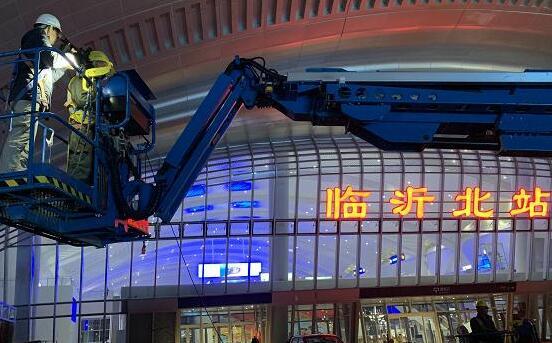 特写| 临沂北站曲面穹顶挑战者由峰:盼坐高铁回家,听娃喊声爸爸