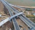 董梁高速宁梁段东平湖枢纽互通立交上跨高速钢箱梁全部吊装完成