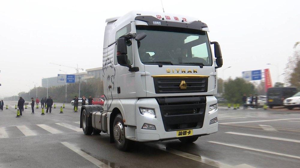 这就是山东|中国重汽第二代智能卡车来了!驾驶员不用操作 车辆实现自动跟停
