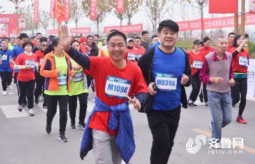 参赛运动员快乐起跑.jpg