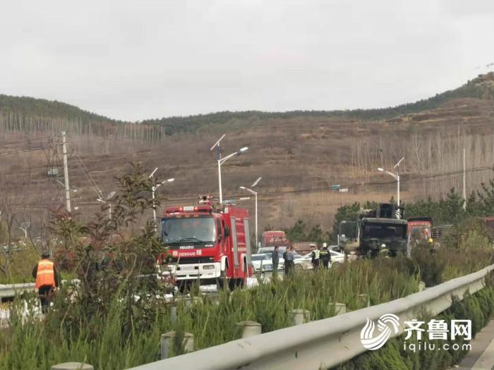 突发!日照五莲县334省道松柏镇路段一辆混凝土泵车起火