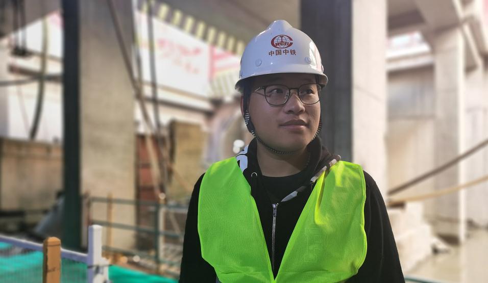"""82秒丨地下20米38℃高温 济南地铁2号线盾构司机的""""地下青春"""""""