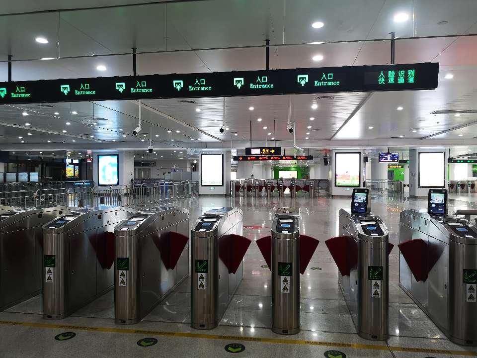 运行8个月了!记者探问济南轨途交通一号线:空调候车室让人温暖