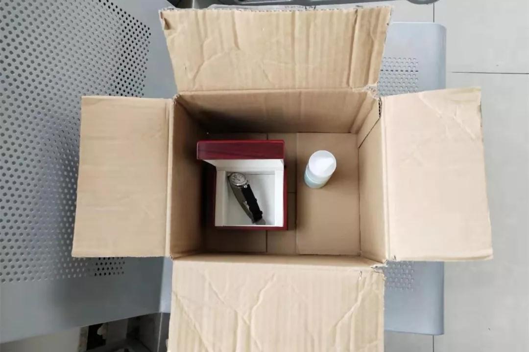 5400元买化妆品给邮寄坏手表、2.4万元买花胶给邮寄两箱橘子,青岛一女子诈骗被抓