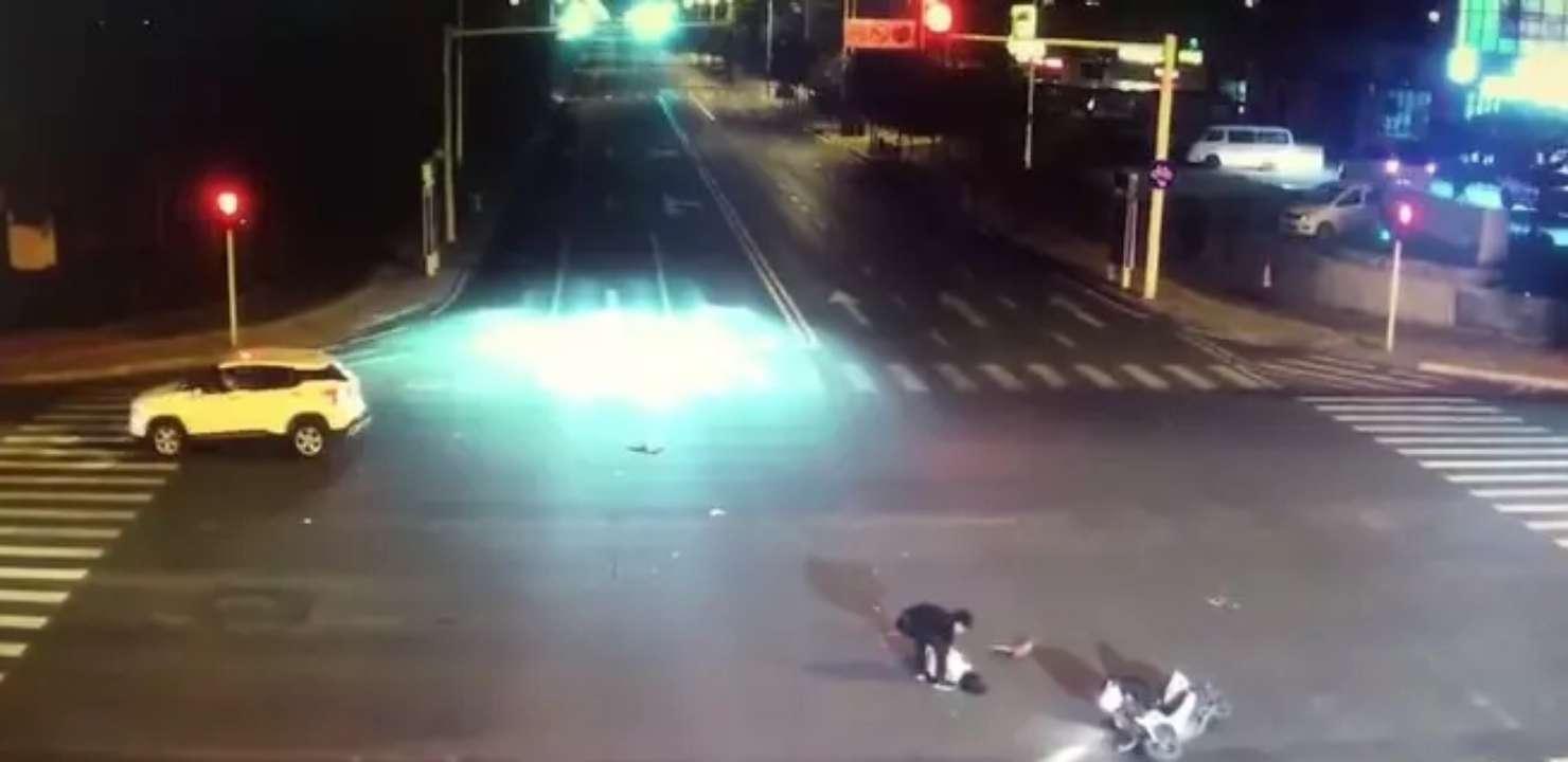 车祸酿苦果!滨州一男子带女友酒驾闯红灯被撞 女友被撞成植物人