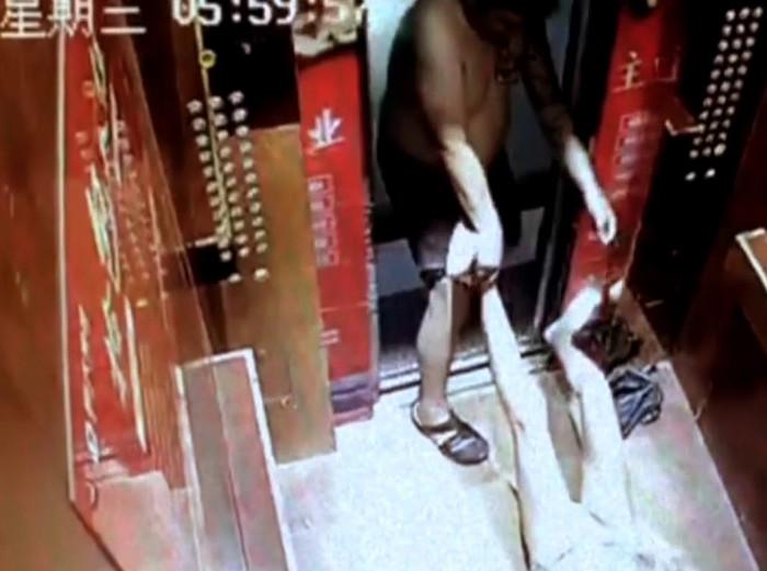 132秒丨papi酱旗下仿妆博主遭遇家暴 录制视频哭诉凄惨经历