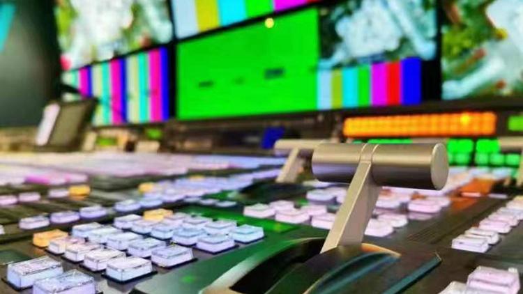 首台5G+8K超高清转播车亮相新媒体产业融合大会!