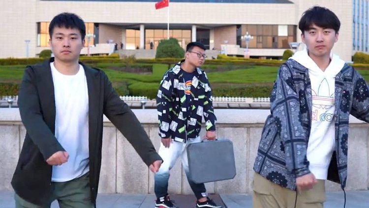 """会迟到但不会不来!青岛大学""""抖肩舞""""也来啦"""