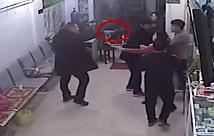 """枣庄:男子持刀闯入诊所遭6人""""反杀""""受轻伤:6名反击者以寻衅滋事罪获刑"""