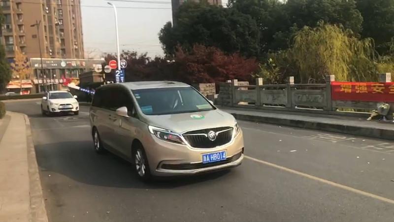 视频:泪目!杭州救人遇难小伙张雪领遗体途径事发地和居住了两年的家