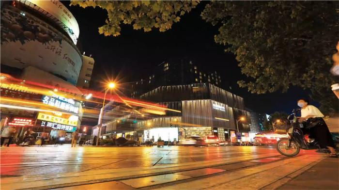 """问政山东丨如何提升泉城路商圈的""""耳福""""""""眼福""""?济南商务局局长:三年时间把其打造成济南的会客厅"""