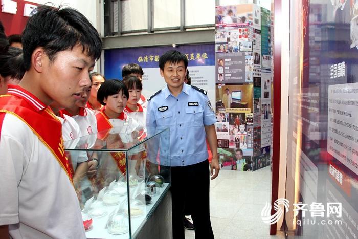 临清市公安局组织青少年弟子观光禁毒宣传教训基地