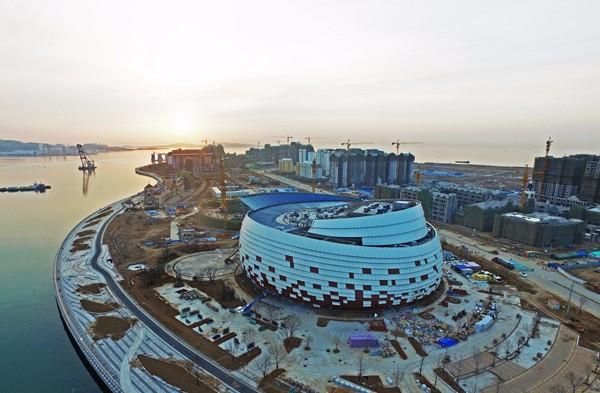拥有全球最大全产业链影视基地,航空母舰母港和高端旅游度假区.