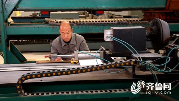 """齐鲁工匠李秀贵:""""土专家""""变身大工匠 中国设计风靡国际"""