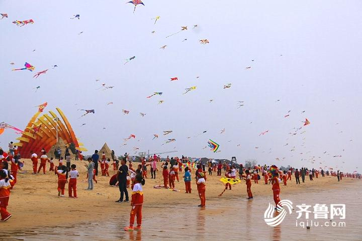 威海南海新区:筝舞南海边 飞扬中国梦