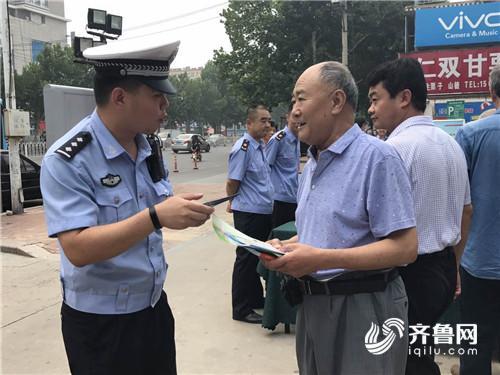 潍坊奎文食品安全周活动发放宣传单页3000余份