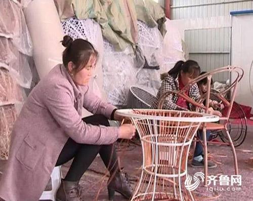 小小的藤椅承载了贫困群众脱贫的希望.jpg