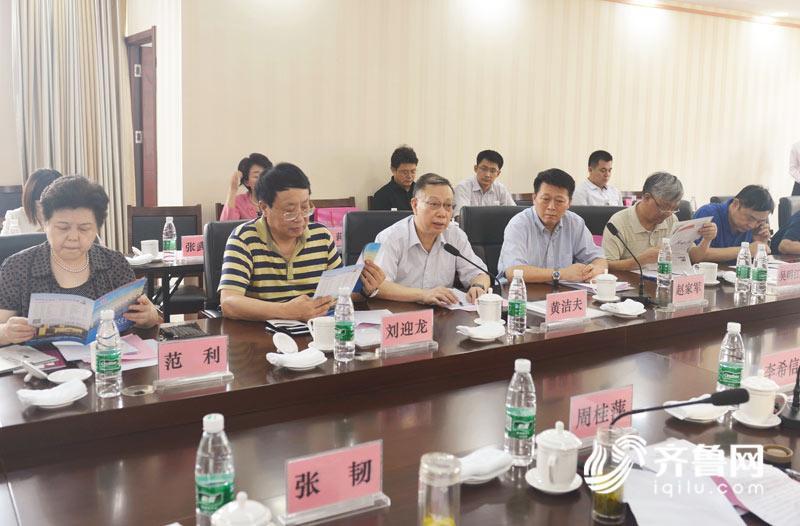 全国政协教科文卫体委员会副主任黄洁夫一行来泰安调研