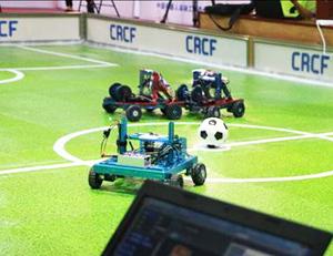 德州机器人足球赛异常激烈 光轮子就撞掉了好几回