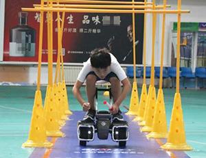 德州机器人大赛开幕,平衡车被玩的眼花缭乱