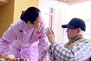 新春走基层丨医养结合机构护理员:她们一来,老人就笑了