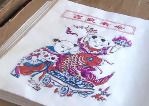 杨家埠年画做成抱枕、挂毯…