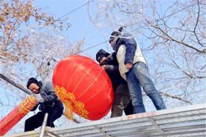 """新春走基层丨彩灯高挂年味浓 威海园林工人""""上妆""""有术"""