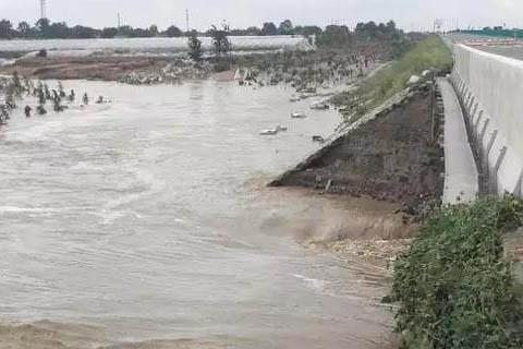 河水决堤青银高速桥梁坍塌10余收费站关闭,绕行路线看这里