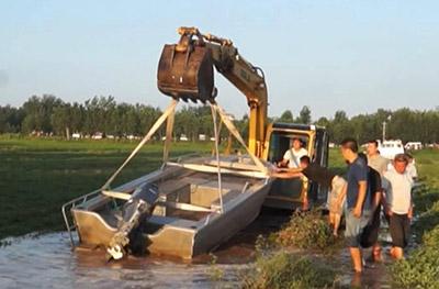 66秒丨莒县一男子卷入洪水抱树求生 警民合力奋战6小时成功解救