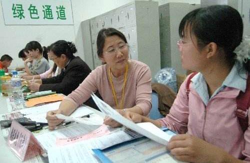 """山东为洪涝灾区学生设立入学""""绿色通道"""""""