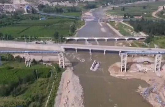 潍坊累计投入抗灾68158人次 17个路基塌陷村庄已全线贯通