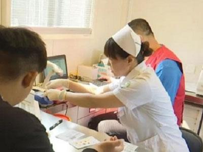 """走近济南一线采血护士王峰:假期都是在""""抽血中""""度过的"""
