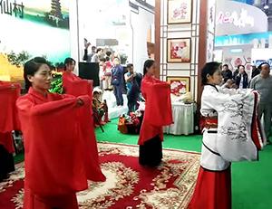 60秒丨德百旅游小镇·椹仙村亮相山东文博会 看传统民俗民风秀