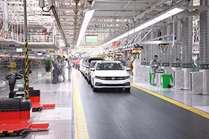 观摩会走进一汽大众华东生产基地:华东地区自动化程度最高的汽车生产基地