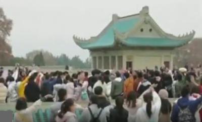 武汉大学:黉门新启唱祖国