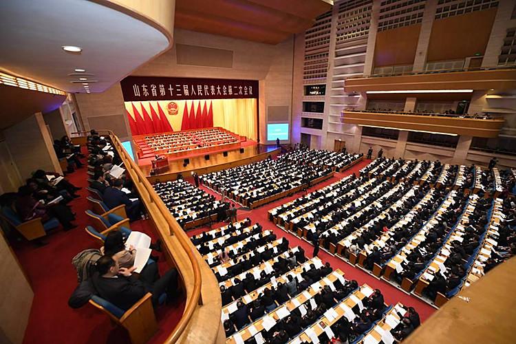 山东省十三届人大二次会议隆重开幕