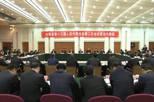 刘家义到青岛代表团和代表一起审议政府工作报告