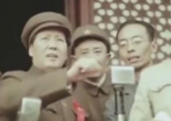 《传家宝里的新中国》第五期  开国大典毛主席礼服背后的故事