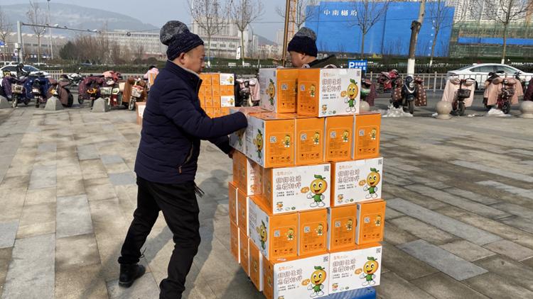售卖火爆 济南市民一次购买300箱