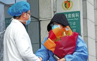 [新闻直播间]山东青岛?战疫情?山东首例确诊患者治愈出院