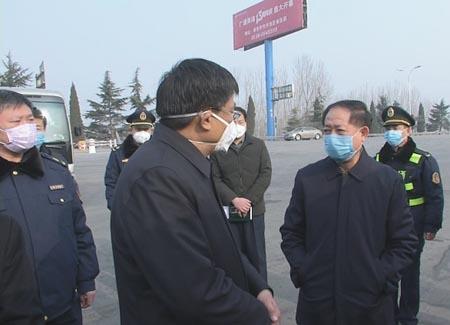 新泰市领导重点督导网格社区疫情防控工作