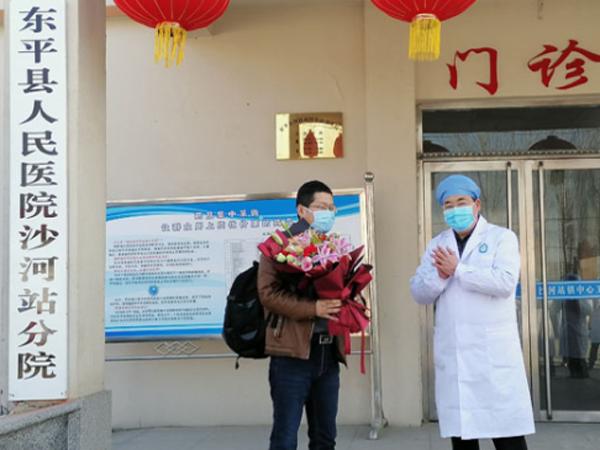 泰安首例确诊新型冠状病毒感染的肺炎患者痊愈出院