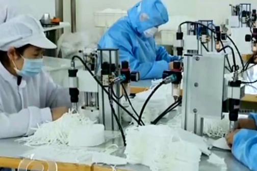"""央视《焦点访谈》:为战""""疫""""一线加油 潍坊一企业克服困难日产6万个口罩"""