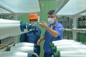 直播:邹城企业满负荷生产玻纤复合材料 满足2万多种下游需求
