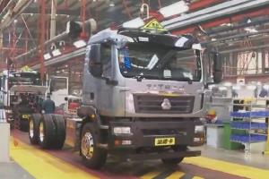 直播:中国重汽90%员工返岗,探访全亚洲最长的汽车装配线