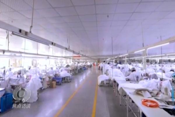 央视《焦点访谈》:青岛这家服装公司推掉订单转产防护服 无偿捐赠武汉防疫一线
