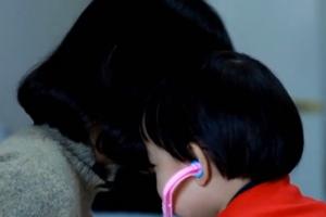85秒|山东援湖北医疗队员王静3岁女儿:妈妈是个勇敢的小英雄